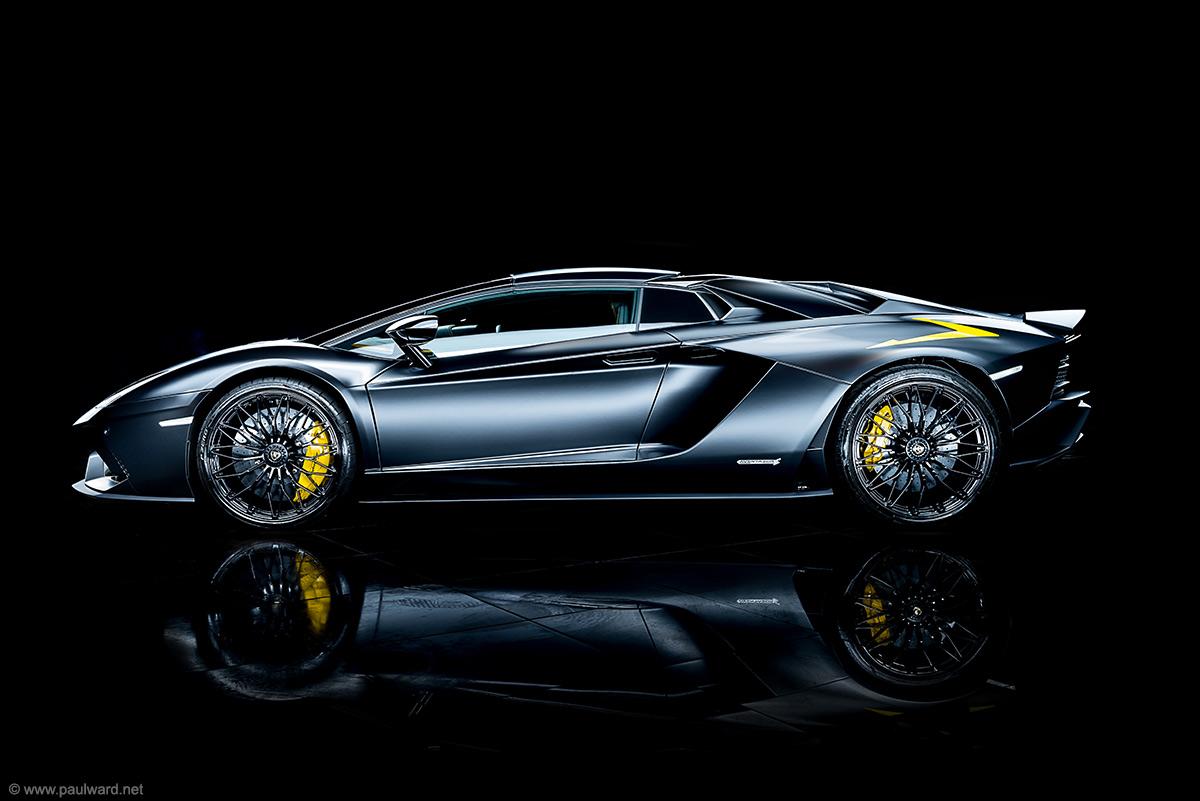 Lamborghini Aventador S side